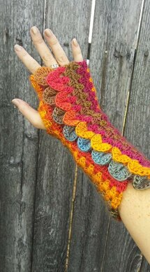 Dragon Scale Stripe Mitts