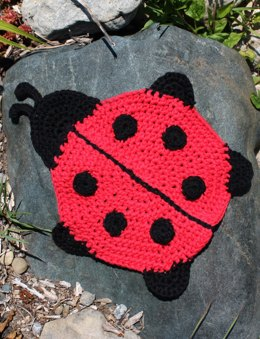 Ladybug Dishcloth in Lily Sugar 'n Cream Solids
