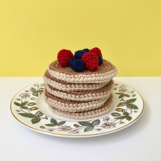Buttermilk pancakes with berries in crochet