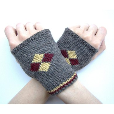 Harlequin House Mitts