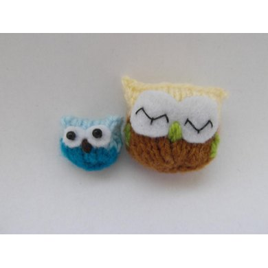 Tiny knitted owls