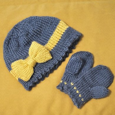 Bow Cloche and Mittens Set
