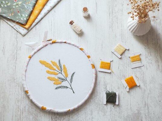 Stitching Mimosa: Perfect your French knots!