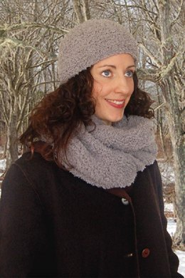 'Fur' Hat & Loop Scarf to Knit