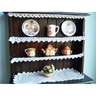 1:12th scale Lace shelf edgings and runner