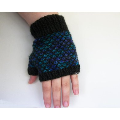 Knit Dragon Scale Gloves
