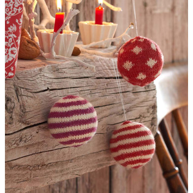 Christmas Baubles in Regia 4 Ply 50g - R0095A