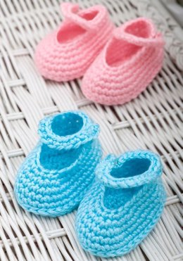 Dress-Up Booties in Red Heart Soft Baby Steps Solids - WR2137