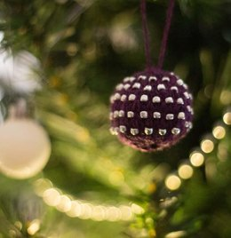 Christmas Glamour Mini Bead & Stripe Baubles Pattern