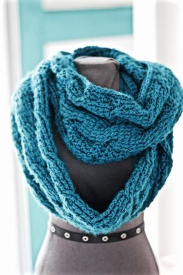 Lynne Marie Cabled Cowl