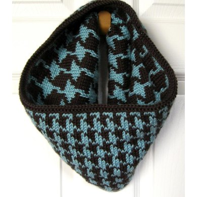 Reversible Houndstooth Cowl