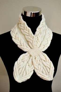 Milky White Cables Scarf