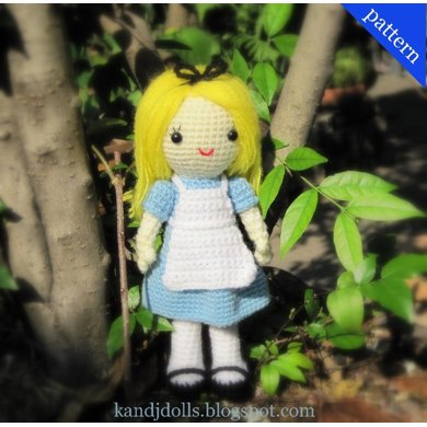 Alice in Wonderland - Amigurumi crochet pattern