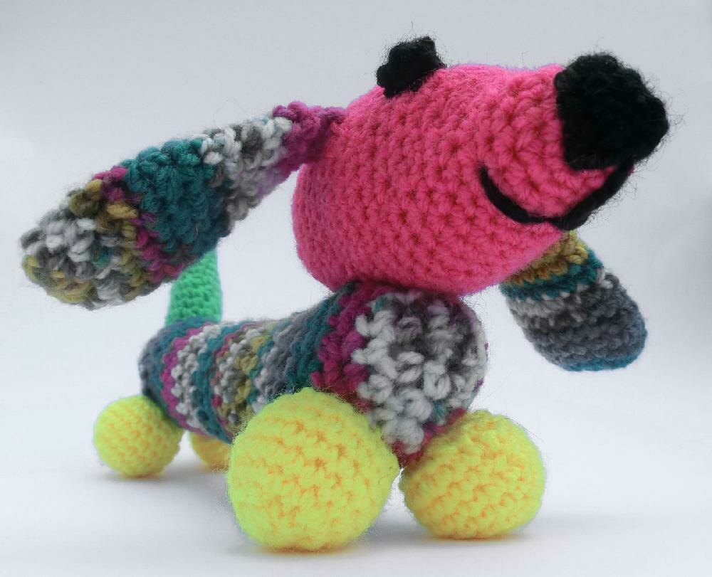 Amigurumi dog pattern for Lady Dachshund. Crochet colorful tabby ... | 811x1000
