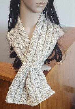 Noelle - mock cable keyhole scarf