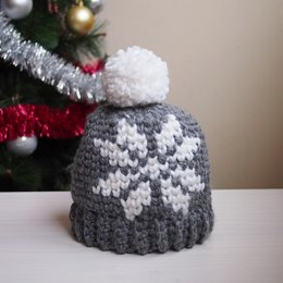 Nordic snowflake hat with pompom