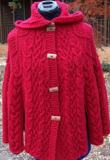 Knitting Patterns For Capes And Shawls : Nollag Seal (Christmas Shawl) cape Knitting pattern by Mary Gildersleeve Kn...