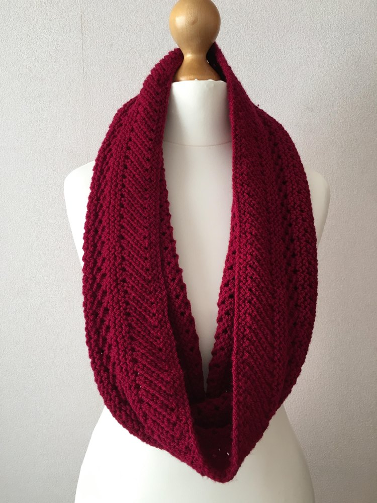 Red Lacy Cowl Knitting pattern by LisaLovesKnitting