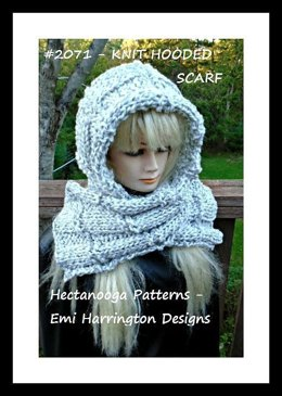 2071 - Hooded Scarf