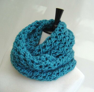 Chunky Cowl with open lattice pattern