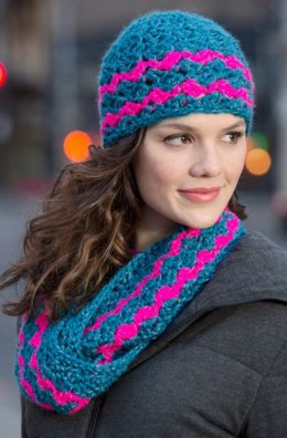 Cross-hatched Cowl & Beanie in Red Heart Reflective - LW4123