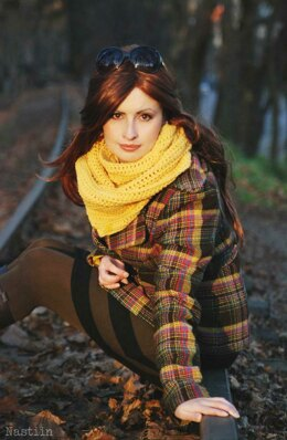 Sunshine crochet cowl loop scarf