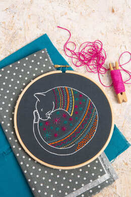 Hawthorn Handmade Black Cat Embroidery Kit - 7in