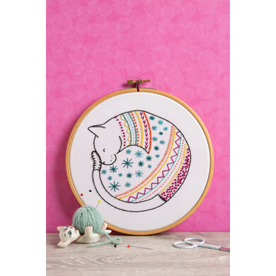 Hawthorn Handmade Cat Contemporary Embroidery Kit - 13 x 15cm / 5.11 x 5.9in