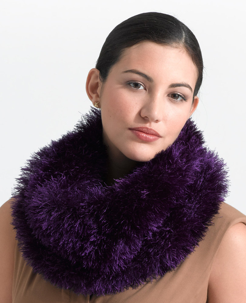 Cushy Fur Cowl In Lion Brand Fun Fur L0734b Knitting