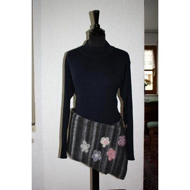 Flatters waist and neck