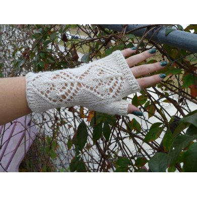 Frosted Winterberry Fingerless Gloves
