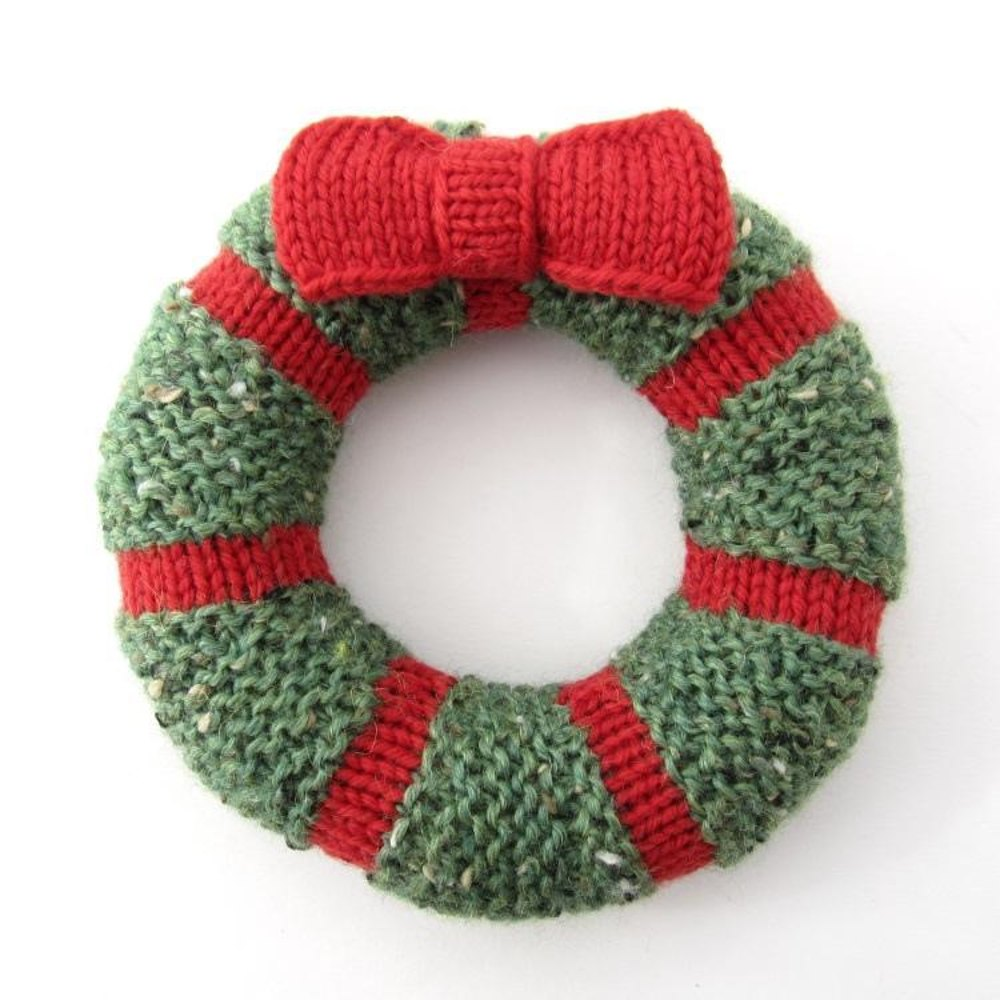 Mini Wreath Knitting pattern by Natty Knits | Knitting Patterns ...