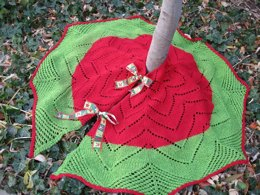 Dressing up the Tree, Christmas Tree Skirt