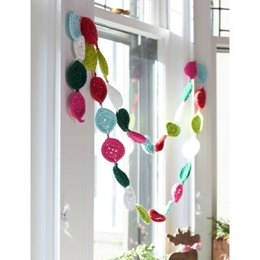 Festive Garland in Lily Sugar 'n Cream Solids