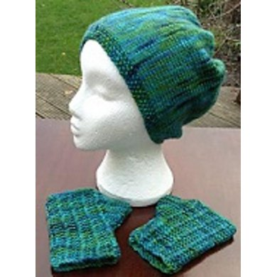 Woolbar Special Hand Dyed Yarn Hat and Mitts