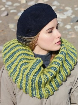 Mobius Cowl in Patons Classic Wool Bulky